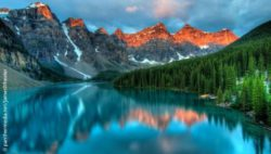 Photo: Moraine Lake at Banff National Park; Copyright: panthermedia.net/JamesWheeler