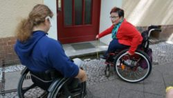 Photo: Two people in a wheelchair; © Inklusion konkret