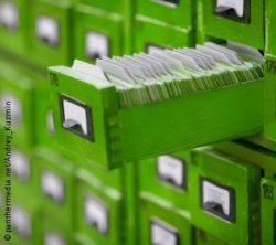 Photo: Green, opened drawer with index cards inside; Copyright: panthermedia.net/Andrey_Kuzmin