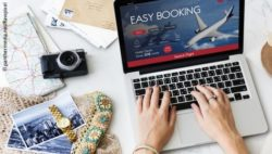 Photo: A woman on her laptop showing a booking page of an airline; Copyright: panthermedia.net/Rawpixel