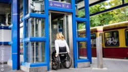Photo: Woman in a wheelchair entering an elevator; Copyright: Andi Weiland | Sozialhelden e.V.