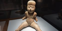 Image: Ceramic figure of a boy; Copyright: beta-web/Dindas