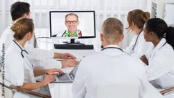 Photo: Group of hospital clinicians during a videoconference; Copyright: panthermedia.net/AndreyPopov