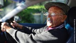 Photo: Elderly man in his car; Copyright: panthermedia.net/lucidwaters