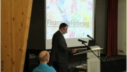Photo: Christian Habl giving a lecture