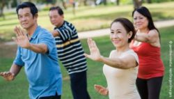 Photo: Four elderly people during a tai chi session; Copyright: panthermedia.net/DragonImages