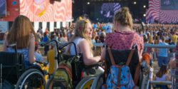 Photo: Wheelchair users on a music festival; Copyright: Timo Hermann | Gesellschaftsbilder.de