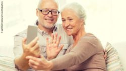 Photo: Elderly couple using FaceTime to communicate with their family; Copyright: panthermedia.net/Lev Dolgachov