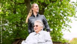Photo: Caregiving relative with elderly woman in wheelchair; © panthermedia.net/Arne Trautmann