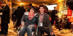 Photo: Luana Montanaro (woman in a wheelchair) and Jann Kessler; Copyright: Schweizerische MS-Gesellschaft/Ethan Oelman