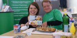 "Image: Volker Westermann and Anna Spindelndreier show their calender ""Inklusiv kochen"" (""Inclusive cooking"") at REHACARE 2017; Copyright: beta-web/Unverzagt"