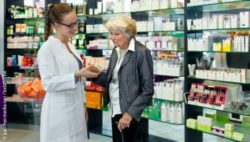 Photo: Pharmacist talking to an old lady; Copyright: panthermedia.net/belahoche