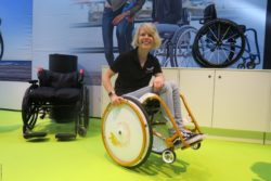Photo: Anouk Kapfer in the wedding wheelchair by Wolturnus; Copyright: Lukas Kapfer | beta-web