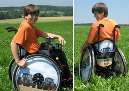 Foto: Wheelchair with pictures of tractors