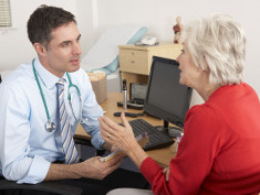 Photo: Patient talking to doctor