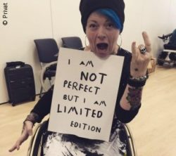 "Photo: Helle-Viv Helle with poster ""I am not perfect, but I am limited edition""; Copyright: private"