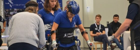 Photo: A CYBATHLON pilot in an exoskeleton; Copyright: beta-web/Hofmann