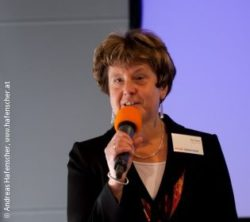 Photo: Eva Papst at the A-Day 2010 with a microphone in her hand; Copyright: Andreas Hafenscher, www.hafenscher.at
