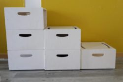 Photo: Sitting boxes of different height serving as seating furniture; Copyright: beta-web/Lormis