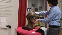 Photo: Blind visitor touching a sculpture in a museum; Copyright: DHM/Thomas Bruns