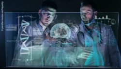 Photo: Two doctors in front of a virtual screen showing human organs in 3D; Copyright: panthermedia.net/hquality