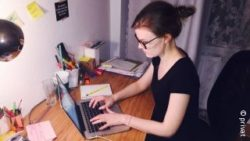 Photo: Leonie Höpfner sitting at a desk and working at her laptop; Copyright: private