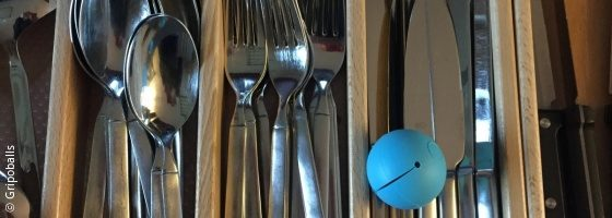 Photo: Cutlery drawer with Gripoballs in it; Copyright: Gripoballs