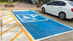 Photo: Blue parking space for the disabled; Copyright: panthermedia.net/watcharapol