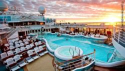 Photo: Pool landscape on deck of a cruise ship; Copyright: panthermedia.net/ncousla