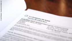 Photo: A letter from the Federal Employment Agency; Copyright: Andi Weiland | Gesellschaftsbilder.de