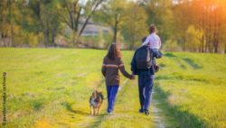 Image:Family with a dog is taking a hike; Copyright: panthermedia.net/vvvita