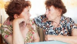 Photo: two older women talking to each other; Copyright: panthermedia.net/Tatiana Gladskikh