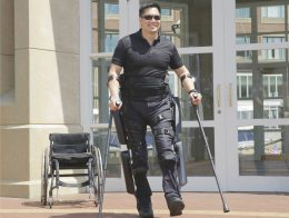 Image: Man wears an Exoskeleton; Copyright: Argo Medical Technologies GmbH