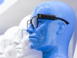 Photo: Blue plastic head wearing virtual reality glasses