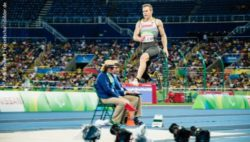 Photo: Markus Rehm in the air at the long jump competition at the Paralympic Games in Rio 2016; Copyright: Andi Weiland | Gesellschaftsbilder.de