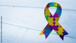 Phto: Autism Awareness Ribbon with colorful puzzle pieces; Copyright: panthermedia.net/Wavebreakmedia