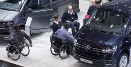 Photo: Hall 6, at a stand for car customization, several trade fair visitors in wheelchairs talking to exhibitor