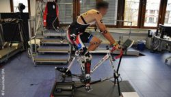 Photo: Cyclist with a prosthesis on a cycloergometer; Copyright: Fraunhofer IPA