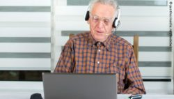 Photo: Elderly man during a video conference; Copyright: panthermedia.net/budabar