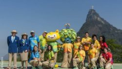 Photo: Several people presenting the uniforms for Rio 2016; Copyright: Rio2016