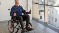 Photo: Man using the newly designed wheelchair with hand gears; Copyright: TU Wien