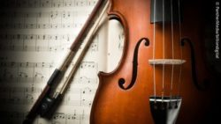 Photo: Close up of a violin and a sheet of music; Copyright: PantherMedia/billiondigital
