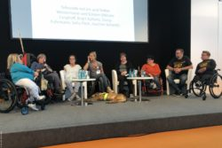 Photo: Volker Westermann with his talk guests on stage at TREFFPUNKT REHACARE; Copyright: beta-web/Wackerbauer