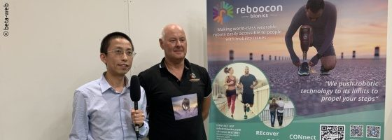 Photo: Founder and CEO Shiqian Wang with a user of the Reboocon Bionics prosthesis; Copyright: beta-web