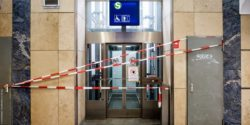 Photo: Broken lifts in suburban railway station; Copyright: Andi Weiland | Sozialhelden e.V. (CC by)
