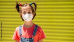 Photo: Girl wearing a protective mouth and nose mask; Copyright: PantherMedia/javiindy