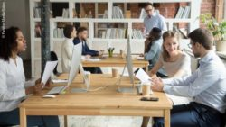 Photo: Employees working in co-working space; Copyright: PantherMedia/fizkes