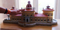 Photo: a hand palpates a model of a traditional building with many haptic details; Copyright: Portugal 4all Senses