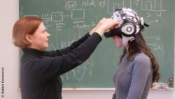 Photo: Researcher equipping a young woman with video glasses; Copyright: Robert Emmerich