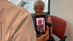 Photo: Elderly woman during smartphone screening test; Copyright: Houston Methodist Hospital